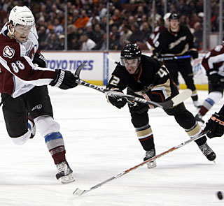 Just acquired in a trade with Phoenix, Peter Mueller shows the Avs made the right decision to get him. (AP)