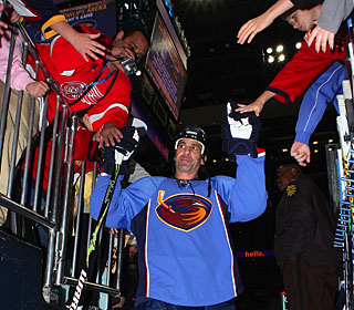 Atlanta fans welcome Chris Chelios, but his debut on home ice is a loss just like it was on the road. (AP)