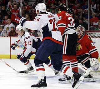 Nicklas Backstrom (19) quiets the United Center crowd with his game-winning goal in overtime.  (US Presswire)
