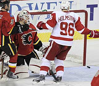 Tomas Holmstrom's goal KOs the Flames' hope of making up playoff ground on the Red Wings. (AP)