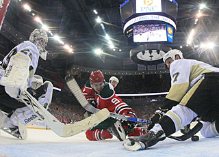 Zach Parise's 33rd goal helps the Devils sweep the Penguins for the first time. (Getty Images)