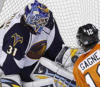 Ondrej Pavelec's 44 saves power the Thrashers to a fourth straight win and into the playoff hunt. (AP)