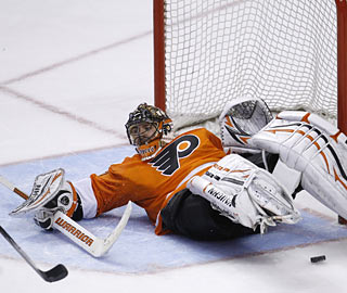 Flyers goalie Brian Boucher does a fine job at the net by blocking 32 shots in the win over the Devils.  (AP)