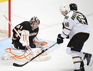 Ducks goalie Curtis McElhinney denies Stars winger Fabian Brunnstrom in the third period.  (US Presswire)