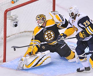Buffalo's Mike Grier (25) watches as Paul Gaustad's go-ahead goal gets past Tim Thomas.  (Getty Images)