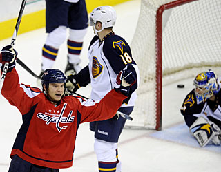 Matt Bradley's first goal in 2 1/2 months gives the Capitals both points in this game. (AP)