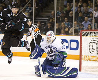 Logan Couture (39) screens Andrew Raycroft as Joe Thornton (not pictured) scores a goal. (US Presswire)