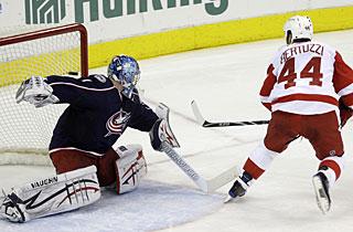 Todd Bertuzzi beats Steve Mason for the deciding shootout goal in Detroit's win. (AP)
