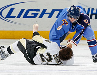 Atlanta's Evander Kane knocks out Matt Cooke with this right-handed punch. (Getty Images)