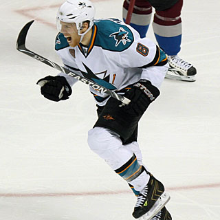 Joe Pavelski scores two more goals, taking his total to five goals in the series. (US Presswire)