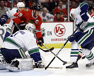 While his teammates take care of business at the other end, Luongo is solid on his end. (US Presswire)