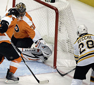 Mark Recchi, who had two stints with the Flyers, does damage against his former team. (AP)