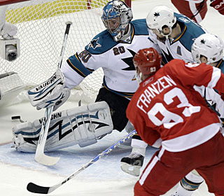 Johan Franzen beats Evgeni Nabokov to record his natural hat trick before adding another goal. (AP)