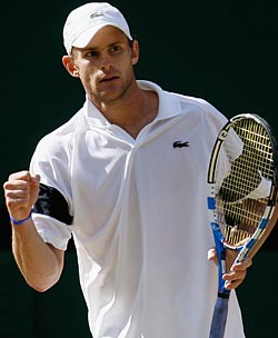 Andy Roddick pushes Roger Federer to the limit and beyond. (US Presswire)